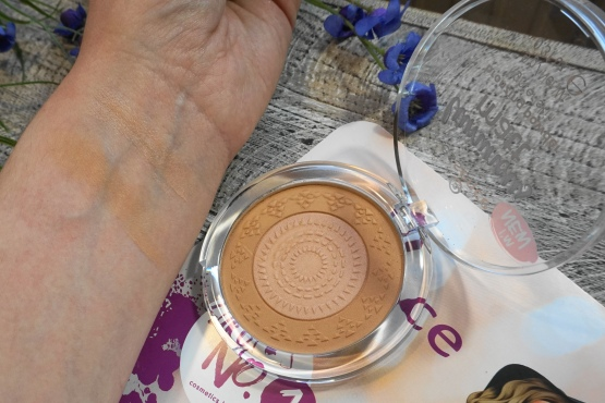 essence luminous matte bronzer swatch
