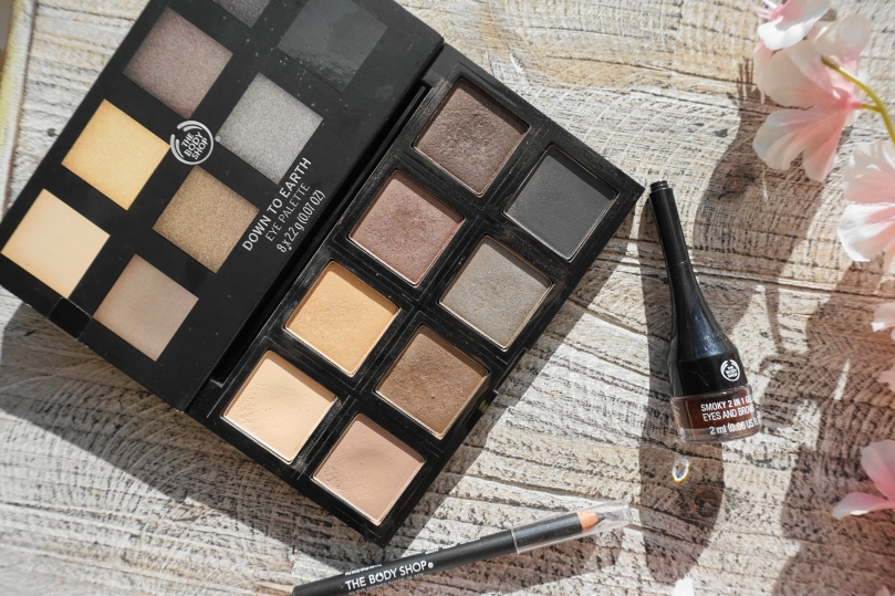 the body shop down to earth palette smoky 2 in 1 eyeliner