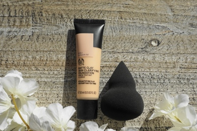 matte clay skin clarifying foundation sponge the body shop