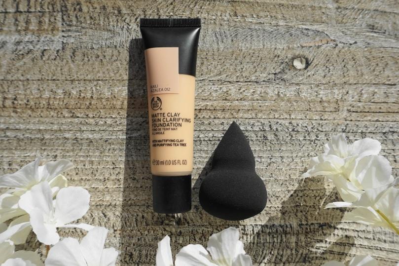 matte clay skin clarifying foundation sponge
