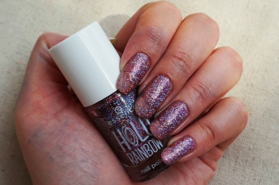 Essence Holo Love swatch